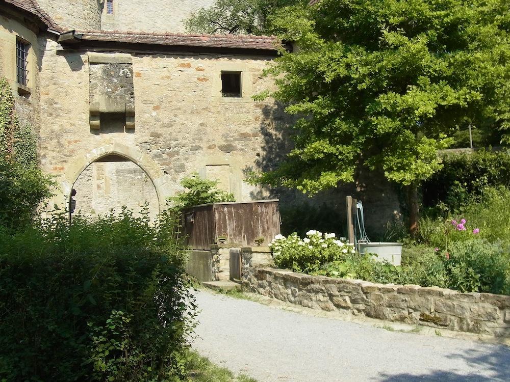 Ausblick-aus-Garten_Burg-Guttenberg_kreativfreak