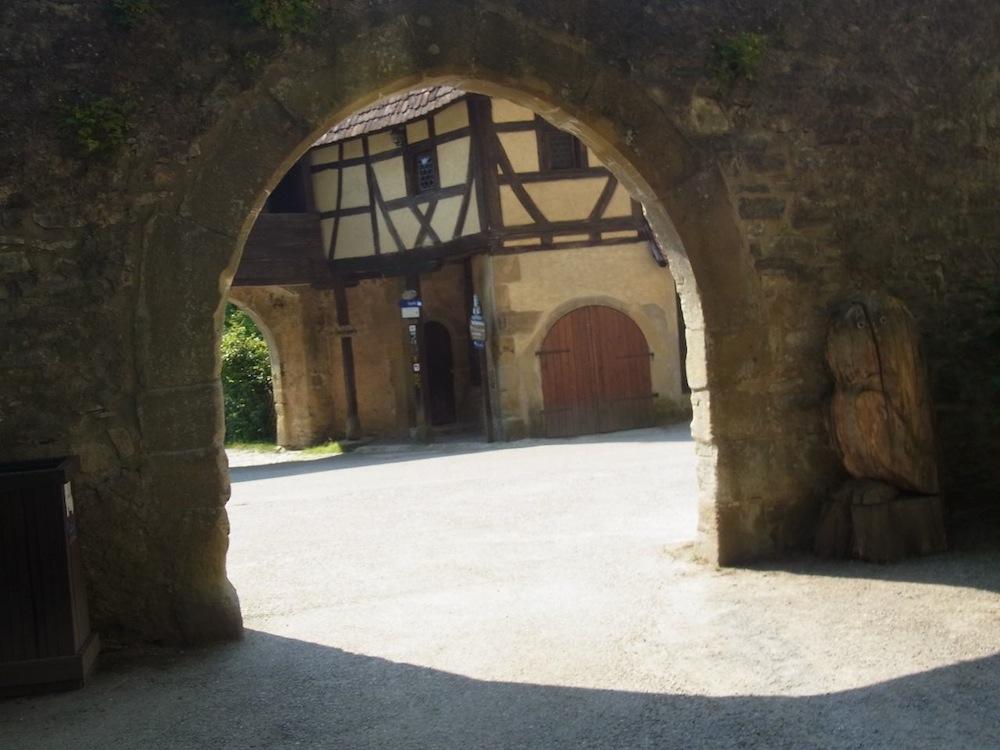 Ausblick-aus-Tor_Burg-Guttenberg_kreativfreak